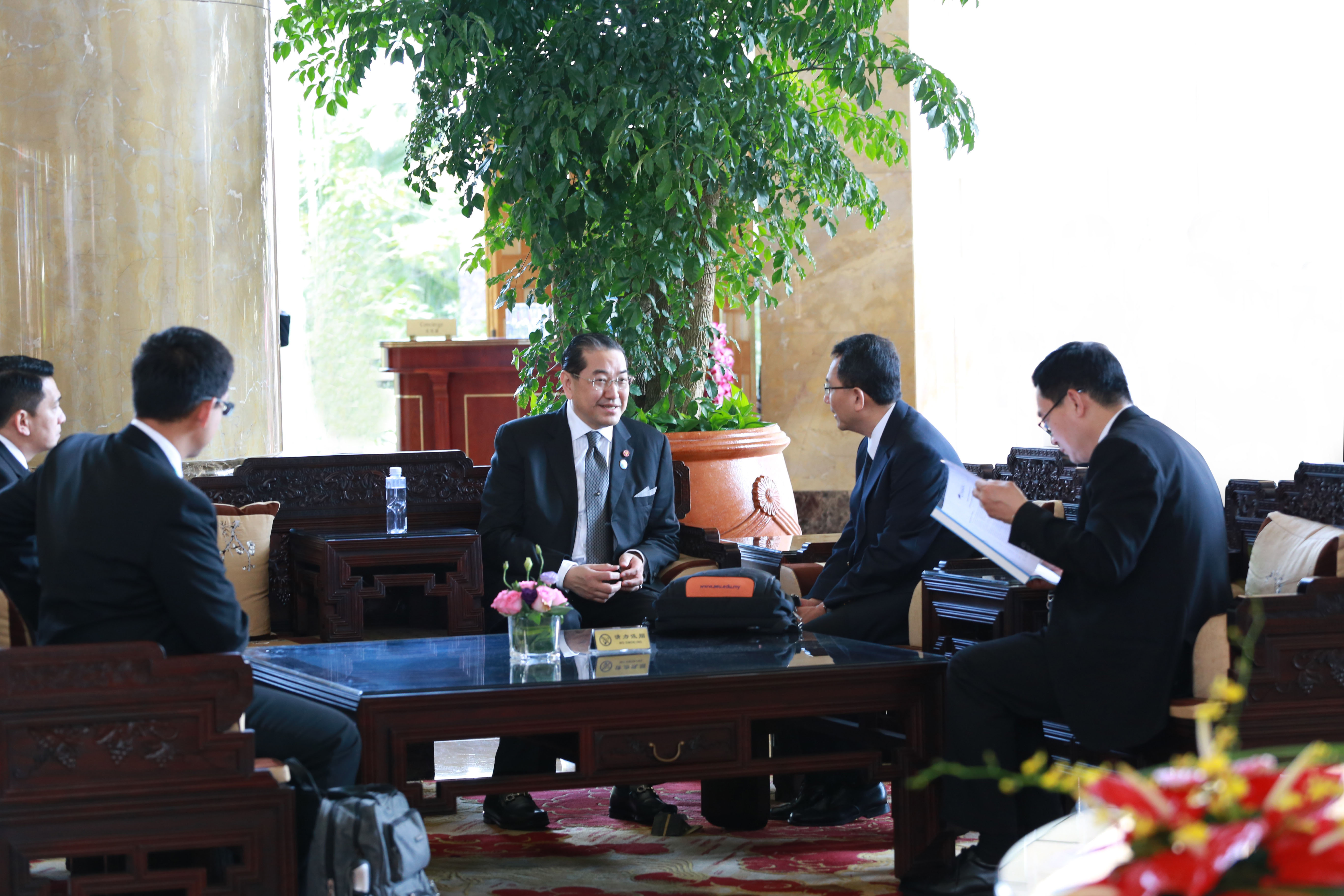 泰国前副总理素拉杰1.JPG