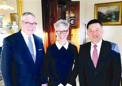 琳达·德绍总督夫妇在澳大利亚总督府会见陈竞技宝二维码